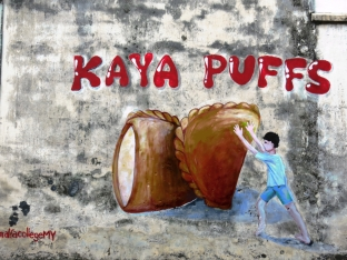 KKB is famous for its kaya (coconut jam) puffs.