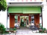 Get your kaya puffs and butter cakes at Teng Wun Bakery.